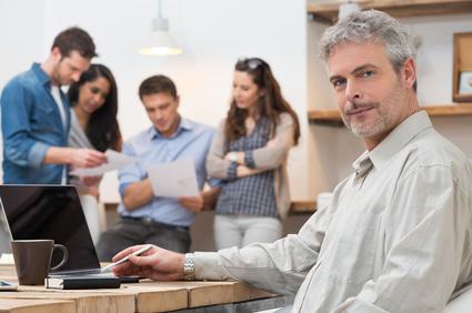 Software Development: Balancing Between Hands-On and Hands-Off Management